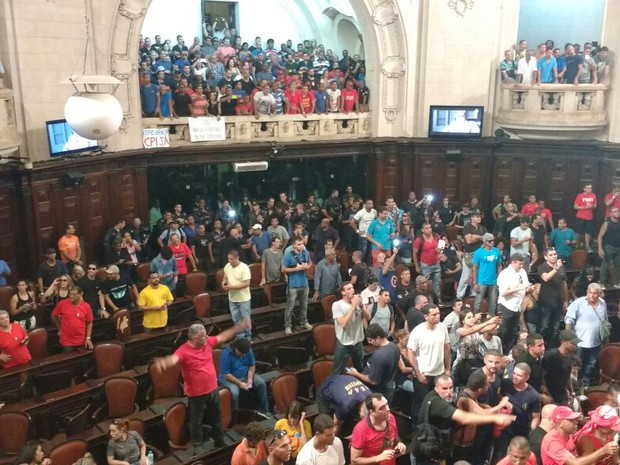 Galerias da Alerj são tomadas por manifestantes (Foto: Leonardo Cardoso/ TV Alerj)