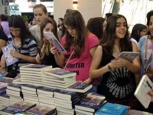 Livros voltados para o público adolescente atraem milhares de jovens à Bienal do Livro em São Paulo (Foto: Vanessa Fajardo/G1)
