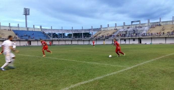 Araguaína e Ricanato empataram no estádio Mirandão (Foto: Lucas Ferreira/TV Anhanguera)