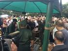 Corpo de Cauby Peixoto chega a cemitério após velório em São Paulo