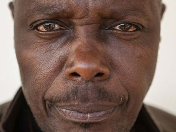 Edward Edmary Mpagi foi acusado de matar filho de vizinho, mas suposta vítima estava viva e passando bem  (Foto: Scott Langley)
