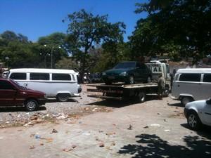 Carro vendido sem documentação é apreendido pela polícia. (Foto: Henrique Pereira/G1)