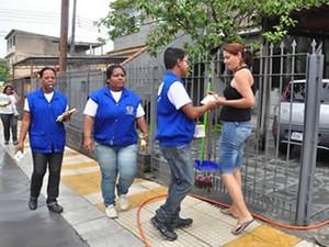 Combate à dengue no bairro Conforto, em Volta Redonda, em 2013 (Foto: Divulgação/Prefeitura Volta Redonda)
