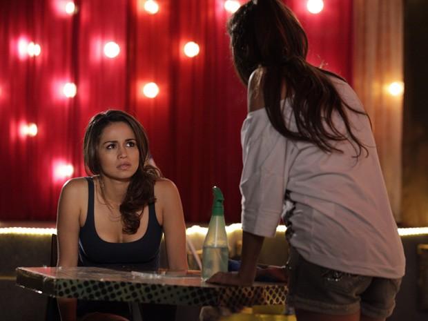 Waleska acha que Morena pode estar grávida (Foto: Salve Jorge/TV Globo)