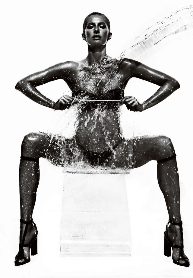 Gisele Bündchen (Foto: Foto: Mario Testino / Styling: Sarajane Hoare / Cabelo: Christiaan Houtenbos / Maquiagem: James Jaliardos / Locação: Los Angeles, EUA / Vogue Brasil, 2013)