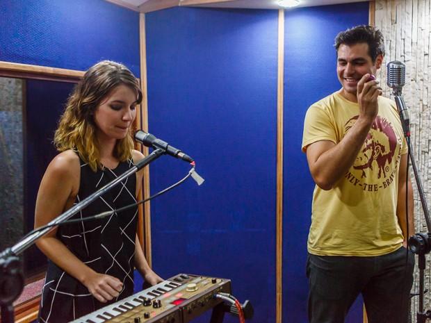 Atores cantam e participam de ensaio musical (Foto: Artur Meninea/ Gshow)