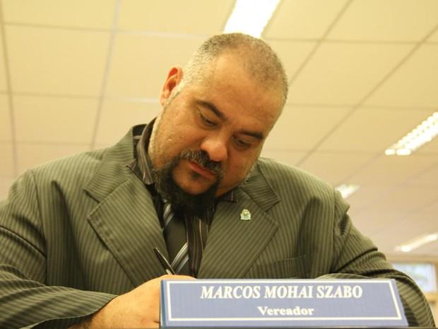 Marcos Mohai, na cadeira de vereador de Peruíbe (Foto: Edgar Pedro de Souza/Divulgação)