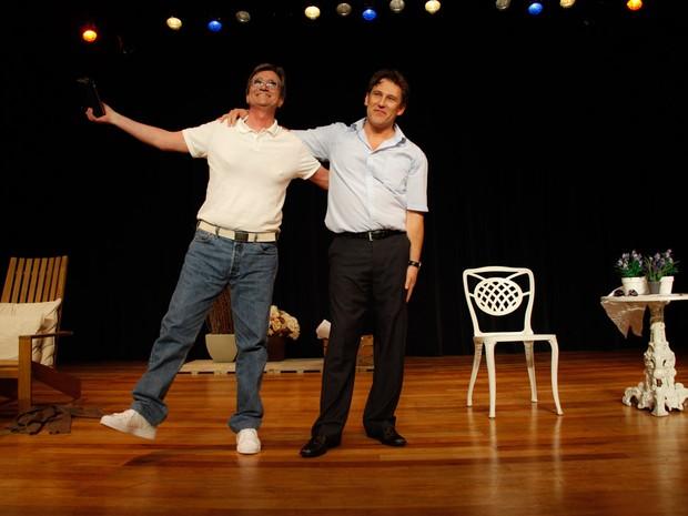 Roberto Arduin e Paulo Goulart Filho em peça em cartaz em São Paulo (Foto: Marcos Ribas/ Foto Rio News)