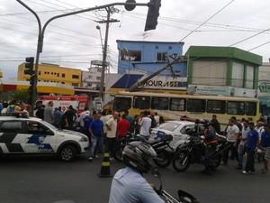 Acidente em Jucutuquara com ônibus dao Transcol. (Foto: Mariana Perim/ G1ES)