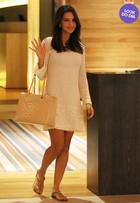 Look do dia: Mariana Rios usa vestido de tricô em shopping no Rio