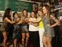 Mães de rainhas de bateria falam sobre torcida e ajuda às filhas