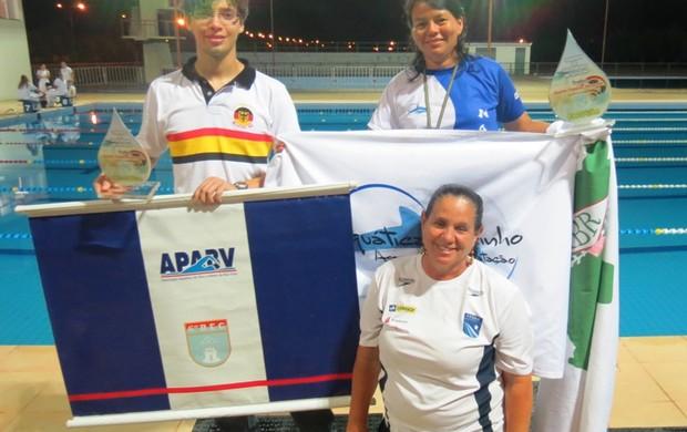 Treinadores Delano Silva  e  Teca Marinho com a presidente da Fedar, Gilda Hupsel. (Foto: Divulgação)