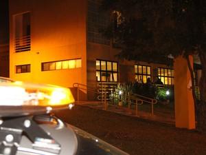 Aluno invadiu alojamento e fez disparos no campus da USP de São Carlos (Foto: Maurício Duch)