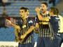 Donatti pressiona Rosario, deixa concentração e força saída para o Fla