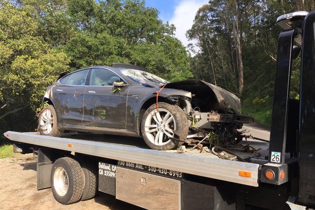 Tesla Model S cai de penhasco nos EUA (Foto: Divulgação)