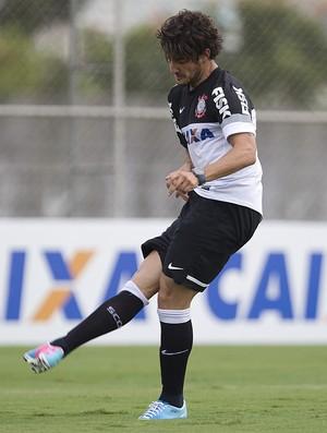Alexandre Pato treina pênaltis no Corinthians (Foto: Daniel Augusto Jr / Agência Corinthians)