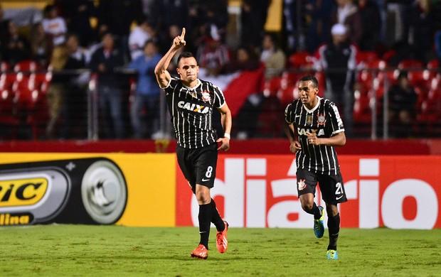 Renato Augusto comemora, São Paulo x Corinthians (Foto: Marcos Ribolli)