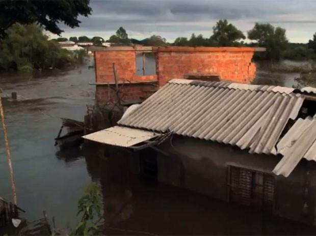 Cheias registrada em Alegrete, na Fronteira Oeste do RS (Foto: Reprodução/RBS TV)