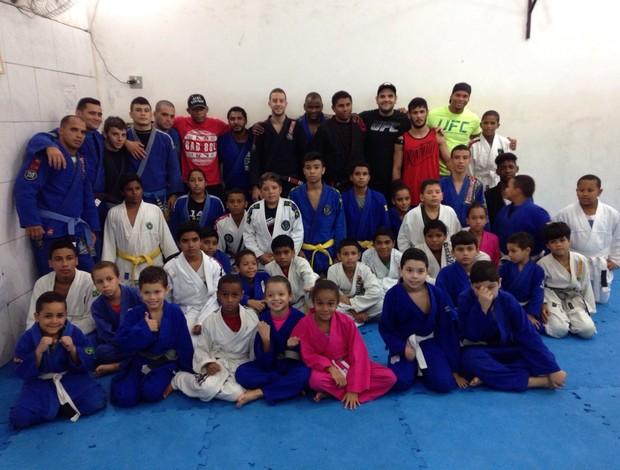 BLOG: Lutadores do UFC dão palestra em projeto social na Rocinha, no Rio de Janeiro