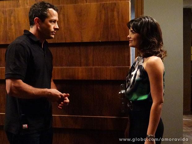 Bruno fica sem graça e meio incrédulo diante das atitudes dela (Foto: Ellen Soares/TV Globo)