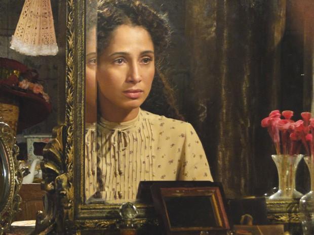 Isabel não abaixa a cabeça - aceitar a ordem do pai é perder uam grande chance (Foto: Lado a Lado/TV Globo)