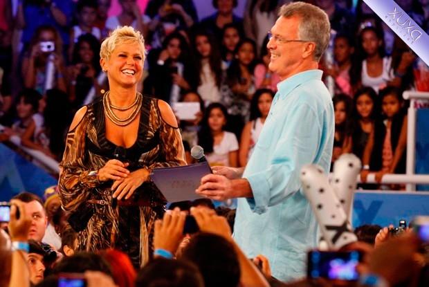 Bial surpreende Xuxa no palco e avisa   Hoje eu apresento o programa ... 6fa6963567