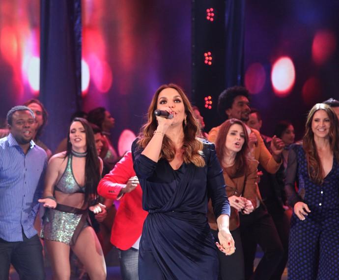 Ivete Sangalo põe todo mundo para dançar no Domingão (Foto: Fabiano Battaglin / Gshow)