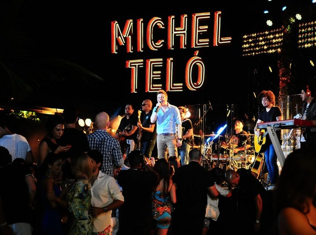 Michel Teló em gravação de DVD no Guarujá, em São Paulo (Foto: Francisco Cepeda e Léo Franco/ Ag. News)