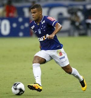Alisson, meia do Cruzeiro (Foto: Washington Alves/ Lightpress)
