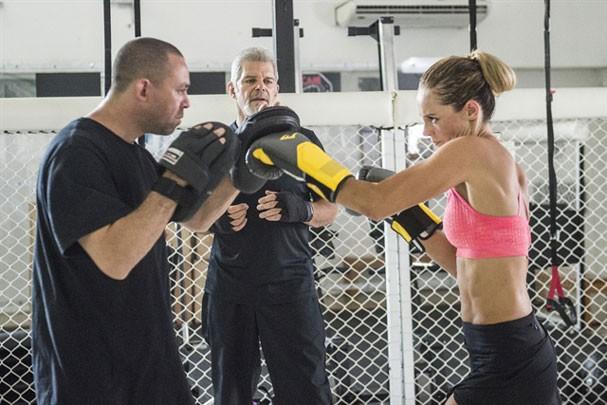 Antes da novela, Paolla não conhecia nada sobre MMA, pois não era acostumada a assistir. Pra viver a personagem treinou por cinco meses com a famosa lutadora Erica Paes (Foto: Globo/Cesar Alves)