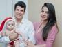 Lucilene Caetano e Felipe Sertanejo posam com o filho em clima de Natal