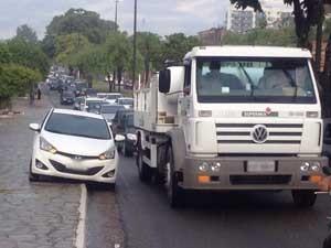 Transito ficou lento na Avenida José Américo de Almeida (Foto: Walter Paparazzo/G1)
