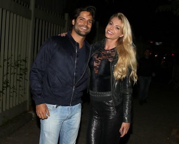 O casal Carol Bittencourt e Jorge Sestini (Foto: Eduardo Martins e Thiago Duran/AgNews)