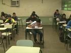 Professores e funcionários da educação protestam no Paraná