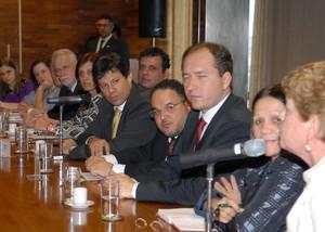 Fernando Haddad, Ministro da Educação no Enem 2009, em reunião para decidir nova data do Exame (Foto: Renato Araújo/ABr)