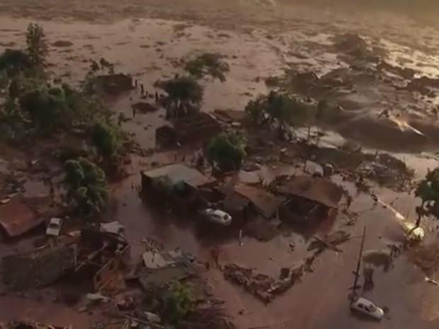 Moradores de Mariana ainda sofrem consequências do desatre ambiental (Foto: Reprodução/G1)