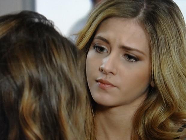 Sofia questiona a paternidade do bebê que Meg está esperando (Foto: Malhação / TV Globo)