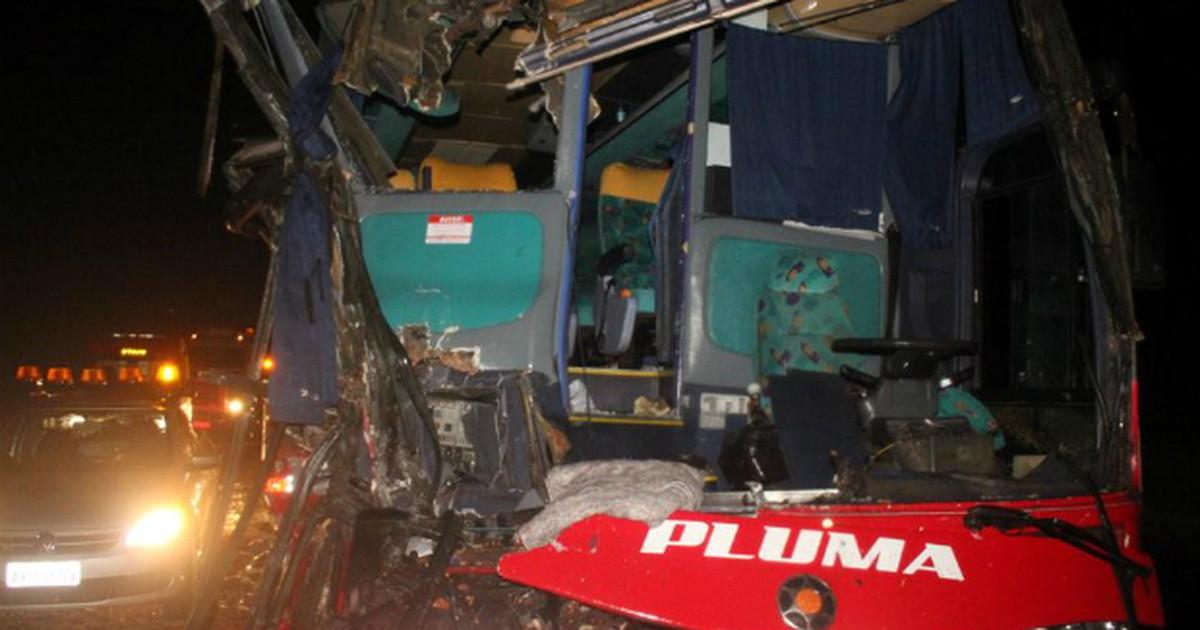 Acidente entre ônibus e caminhão deixa vários feridos no norte do PR - Globo.com