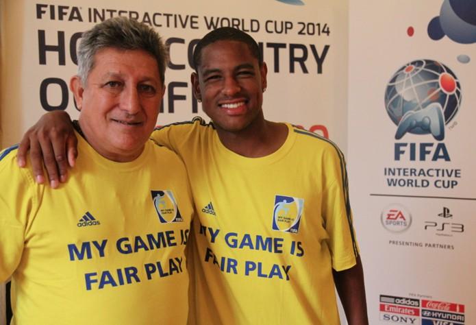 Romerito e Robert marcaram presenca na eliminatoria da FIWC 2014 (Foto: Carol Danelli/ TechTudo)