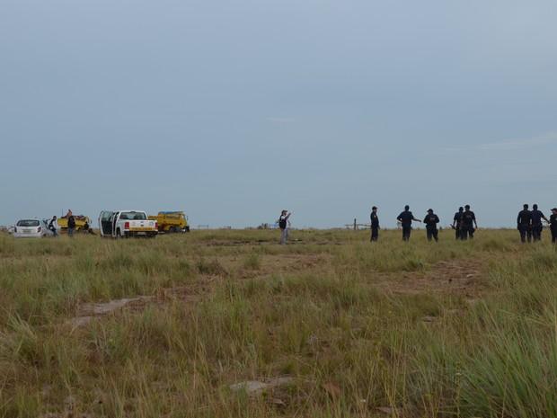 Segundo o subinspetor Lopes, foram retiradas mais de 100 barracos (Foto: Neidiana Oliveira/G1)
