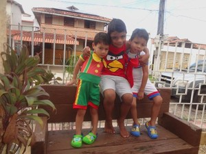 Fernando tem 3 anos, Tassio está com 5 e Lucas 4 anos de idade. (Foto: Thais Rezende/ G1)