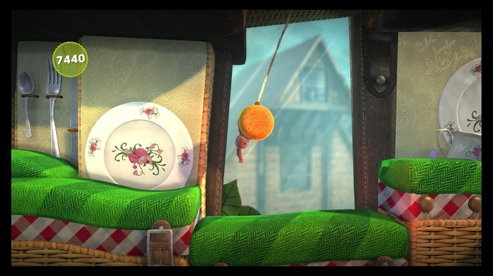 Sackboy fugindo dos bugs e glitches (Foto: Reprodução/Victor Teixeira)