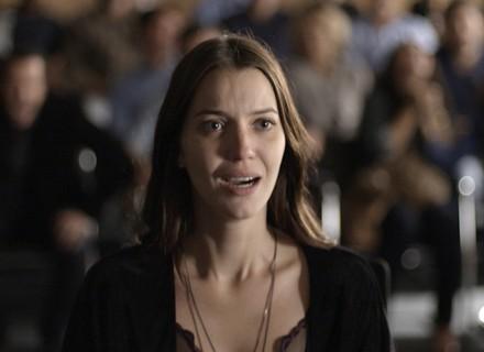 Termina o julgamento, e Júlia é inocentada