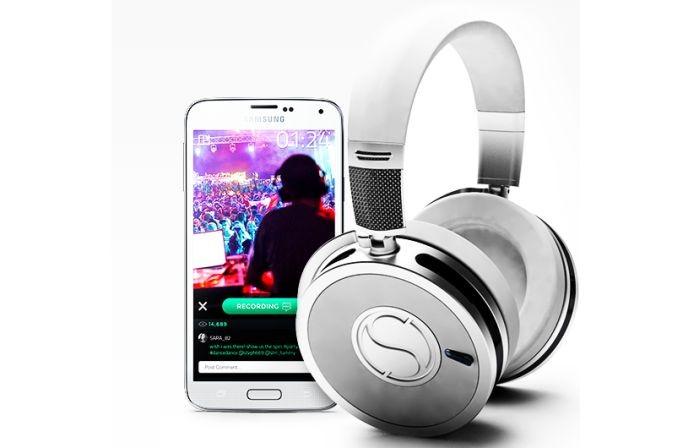 Smartphone serve para que você faça streaming de vídeo dos fones (Foto: Divulgação)
