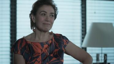 Silvana decide ir para a empresa e fica nervosa quando vê o talão de cheques