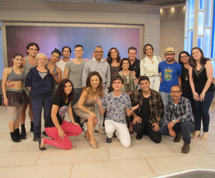 Convidados do 'Encontro' se reúnem ao lado de Fátima (Foto: Viviane Figueiredo/Gshow)