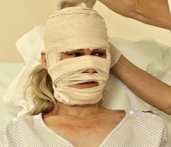 Jéssica fica gravemente ferida em acidente (Foto: TV Globo)