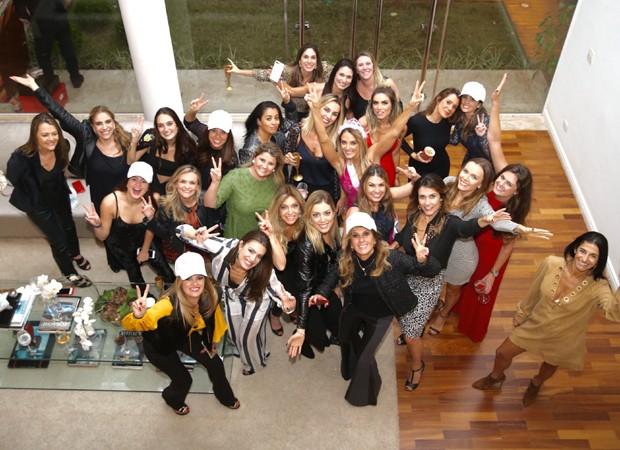 Ticiane Pinheiro entre as convidadas da festa (Foto: Manuela Scarpa/Brazil News)