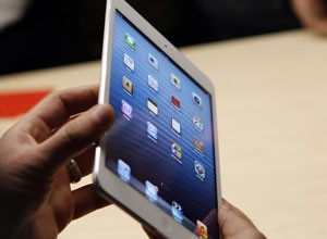 iPad mini tem tela de 7,9 polegadas (Foto: Robert Galbraith/Reuters)