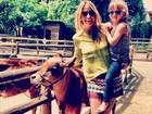 De blusa de oncinha, Rafa Justus curte sábado com a mãe, Ticiane